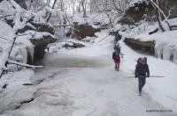 Идём по руслу Водопады на балке Щелканка зимой