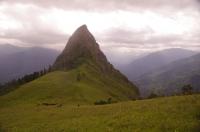 Пик Закан Вид на пик Закан со стороны перемычки, долина Большой Лабы