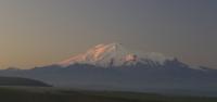 Вид на Эльбрус со стороны перевала Гумбаши Эльбрус на рассвете
