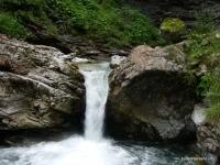 Водопад на Бескесе Бескес каньон ущелье