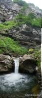 Небольшой водопад в ущелье Бескеса Бескес водопад