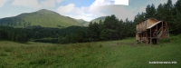 Озеро Хорлакель в Приэльбрусье домик сосновый лес