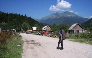 Посёлок Дамхурц и г. Закан на заднем плане